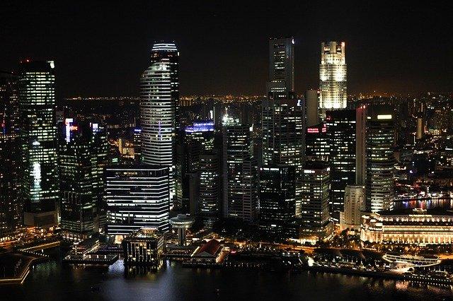Singapur v noci.jpg
