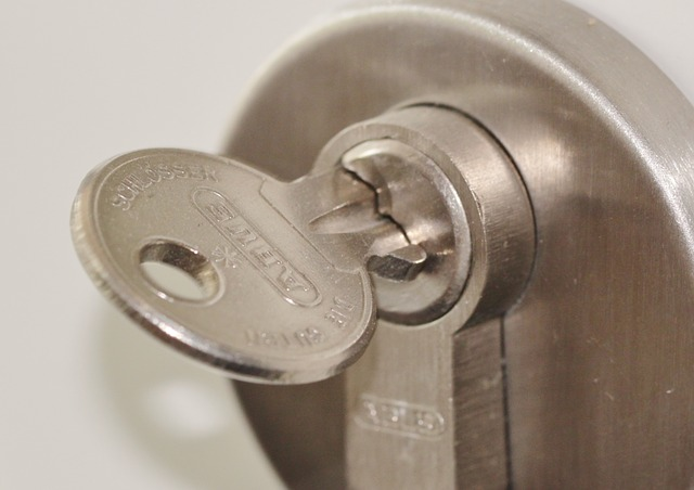 Dvere, zámka, kľúč.jpg